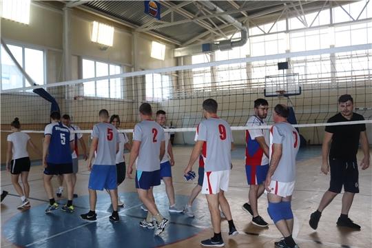 Команда администрации города Алатыря прошла в следующий этап республиканских соревнований по волейболу