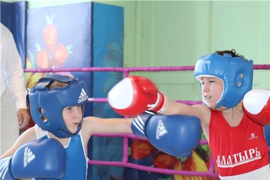 В Алатыре прошёл открытый межрегиональный турнир по боксу, посвящённый 75-летию Великой Победы