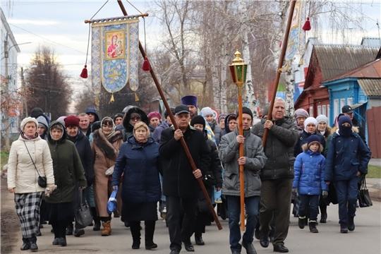 В День народного единства в Алатыре традиционно прошёл крестный ход