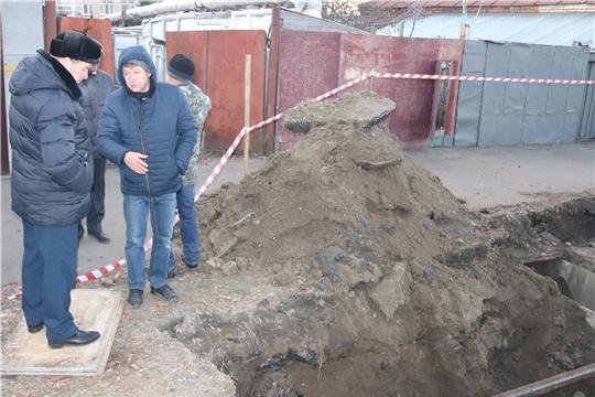 В Алатыре устраняется авария на водопроводе