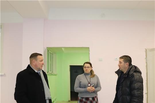 Глава алатырской администрации В.И. Степанов ознакомился с ходом ремонтных работ, которые ведутся сейчас в двух детских садах города
