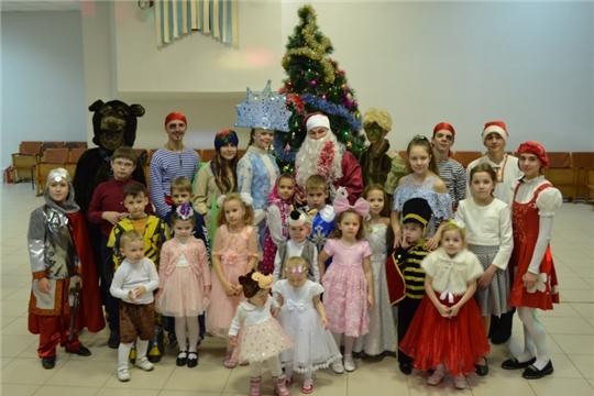 В Алатырском технологическом колледже прошло новогоднее представление для детей работников учебного заведения