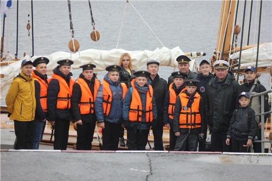 Юные моряки встретили в Чебоксарах учебную парусную шхуну МДЦ «Артек»