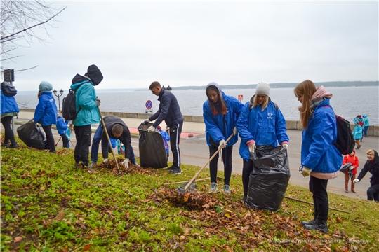 На Московской набережной состоялся экологический субботник «Чистая Волга»
