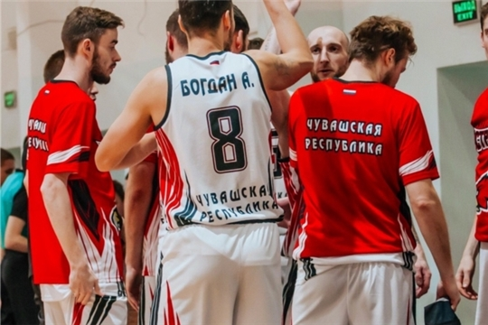 С уверенными победами проходят домашние матчи баскетбольной команды «Чебоксарские Ястребы»