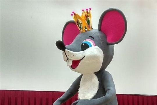 Новогоднее оформление: символом года в Чебоксарах станет Королева мышь