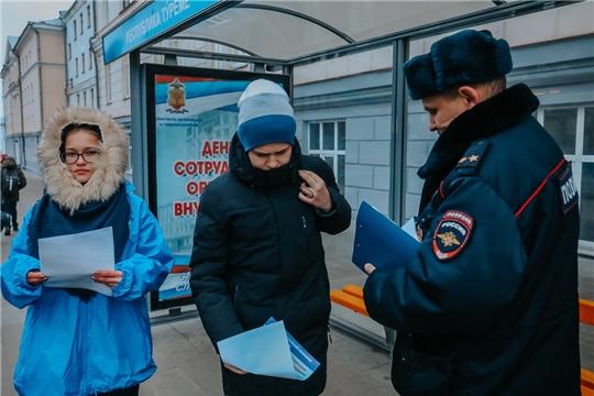 Чебоксарские волонтеры провели акцию по информированию горожан о профилактике бесконтактного мошенничества