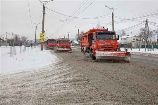 С последствиями снегопада в Чебоксарах борются дорожники и управляющие компании