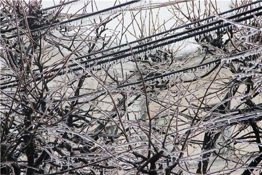 В Чебоксарах на ликвидации последствий ледяного дождя задействованы все ресурсы