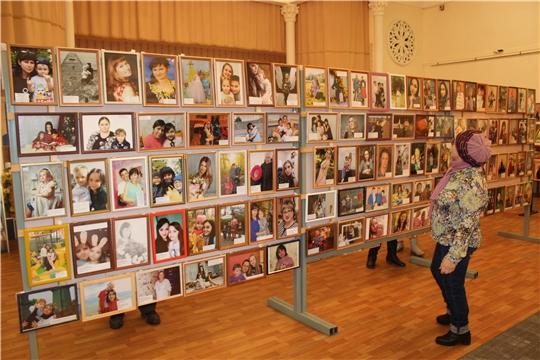 В Канашском краеведческом музее организована фотовыставка, посвященная Дню матери