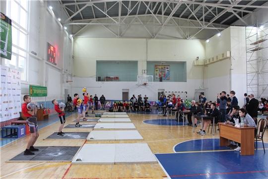 Первенство города и турнир по гиревому спорту, посвященные памяти подполковника Р.Н. Желудкина, состоялись в г.Канаш