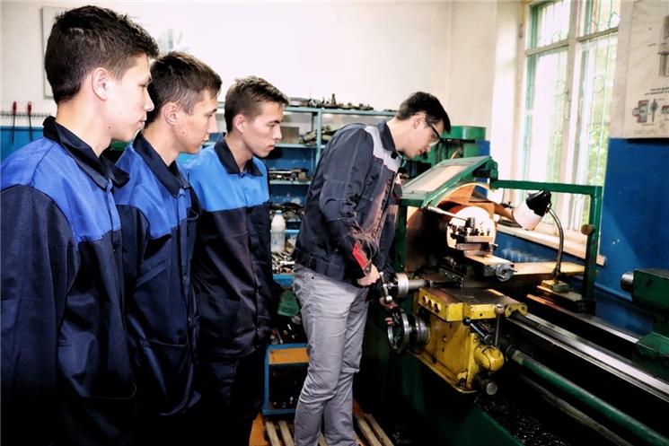 10 студентам выпускных курсов техникумов и колледжей присуждены гранты Главы Чувашской Республики