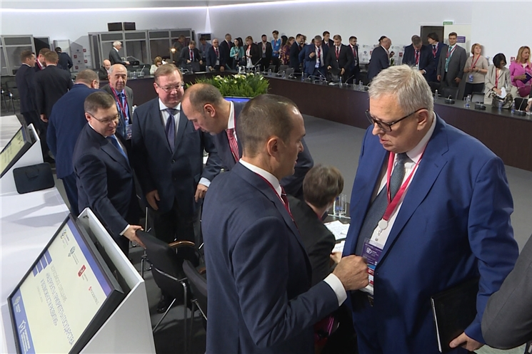 Глава Чувашии Михаил Игнатьев встретился с председателем правления Фонда содействия реформированию ЖКХ Константином Цициным