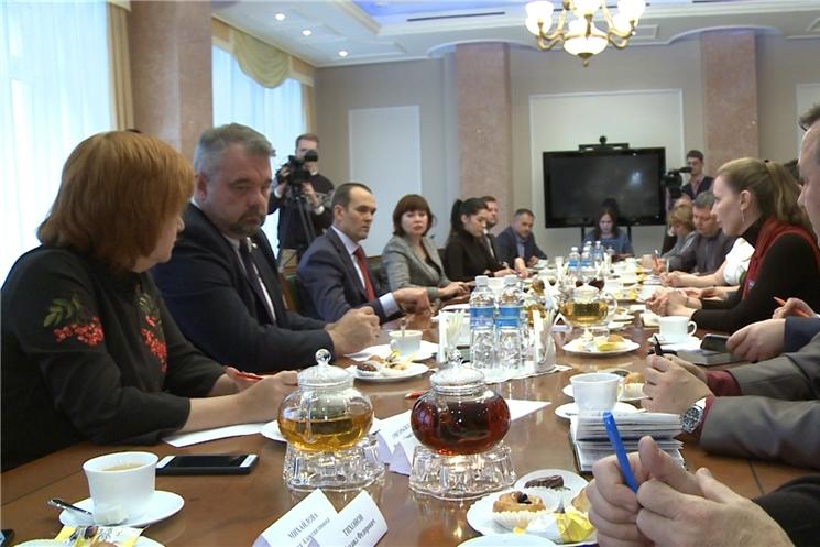 Глава Чувашии Михаил Игнатьев встретился с журналистами ведущих изданий и телеканалов республики.