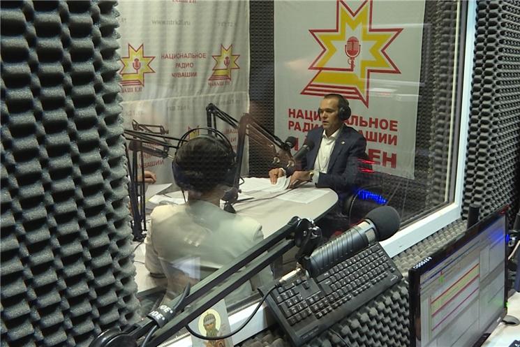Сегодня в эфире сразу двух радиостанций «Национального радио» и «Таван» Глава Чувашии Михаил Игнатьев отвечал на вопросы  жителей республики.