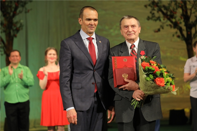 Глава Чувашии Михаил Игнатьев поздравил с 80-летием народного артиста СССР Валерия Яковлева
