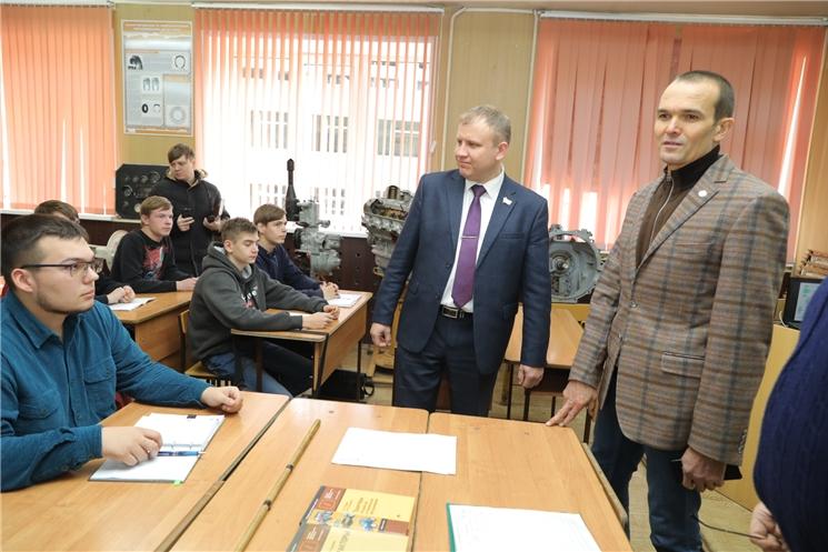 Глава Чувашии Михаил Игнатьев посетил Алатырский технологический колледж