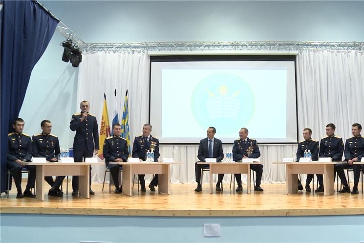 Выпускники Сызранского высшего военного авиационного училища, уроженцы Чувашской Республики ответили на вопросы кадет