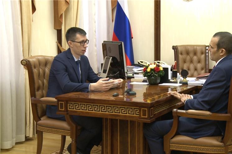 Глава республики Михаил Игнатьев обсудил итоги  работы судебных приставов за 9 месяцев этого года с главным приставом Чувашии Анваром Закировым.