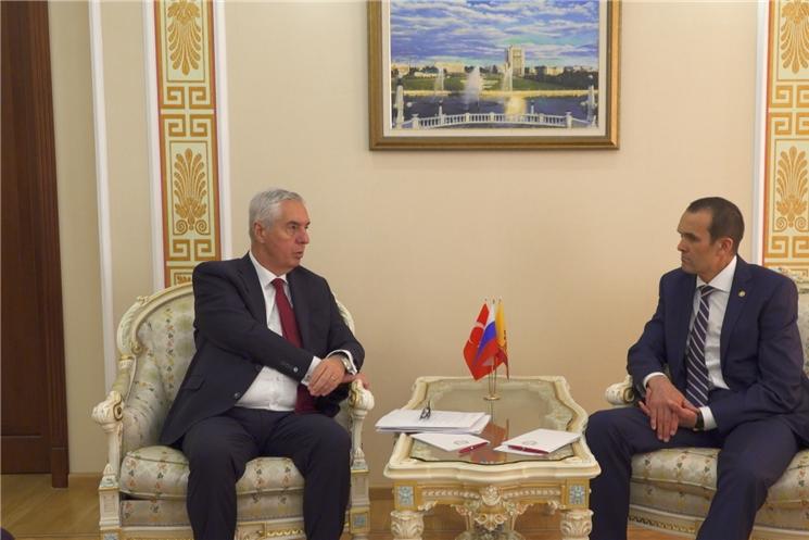 Состоялась рабочая встреча Главы Чувашии Михаила Игнатьева с Генеральным консулом Турции в городе Казань Исметом Эриканом.