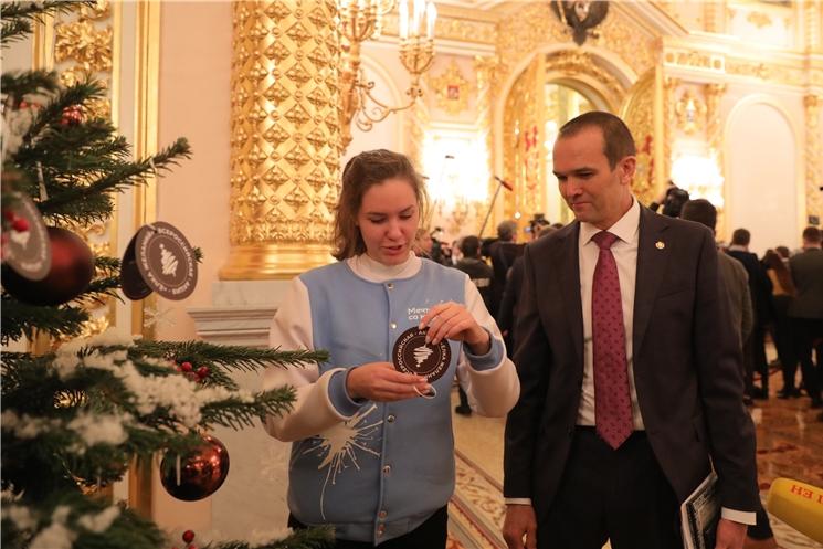 Глава Чувашии Михаил Игнатьев принял участие в благотворительной акции «Ёлка желаний»