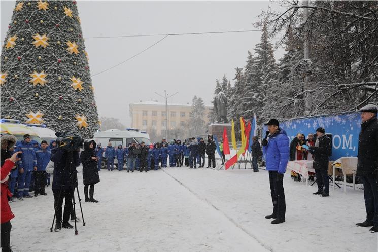 Михаил Игнатьев вручил бригадам «Скорой помощи» ключи от новых автомобилей и поздравил с Новым годом