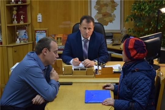 Прием граждан по личным вопросам провел глава администрации города Шумерля Алексей Григорьев