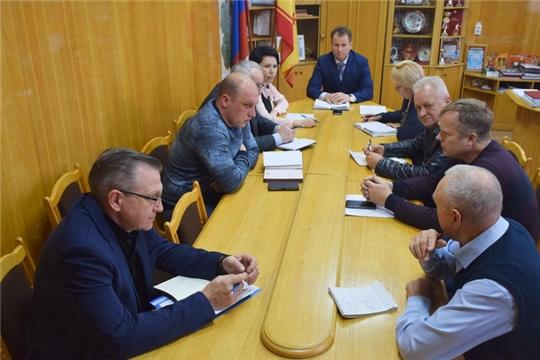 Глава администрации города Шумерля Алексей Григорьев провел рабочее совещание с руководителями муниципальных коммунальных предприятий, управляющих компаний