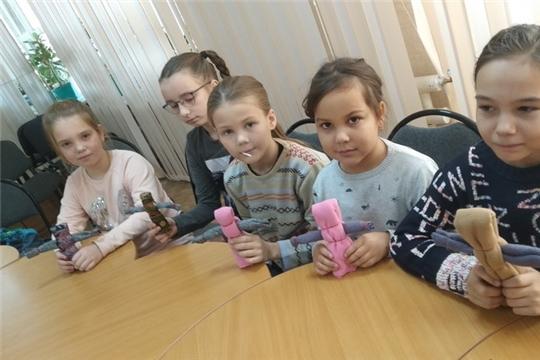 Беседа-воспоминание «Игры и игрушки детей войны» дала старт проекту «Каникулы в музее»