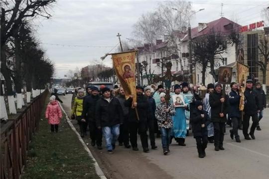 По улицам Шумерли прошел Крестный ход в честь Казанской иконы Божией матери и Дня народного единства