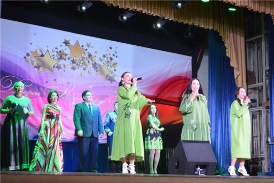В День народного единства в Шумерле прошла праздничная концертная программа народной артистки Чувашии Августы Уляндиной и фолк-группы «Ярды»