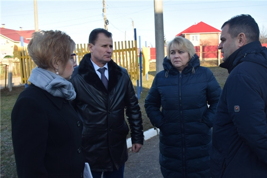 В рамках Единого информационного дня руководитель Минстроя Чувашии Алексей Грищенко ознакомился с реализацией программы инициативного бюджетирования в Шумерле