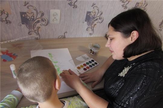 Специалисты по социальной работе консультативного отделения Шумерлинского КЦСОН  провели с детьми-инвалидами индивидуальные занятия на дому