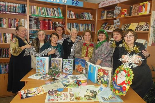 За чашкой чая, с новогодним настроением ветераны библиотечного дела города Шумерля вспомнили свои трудовые годы