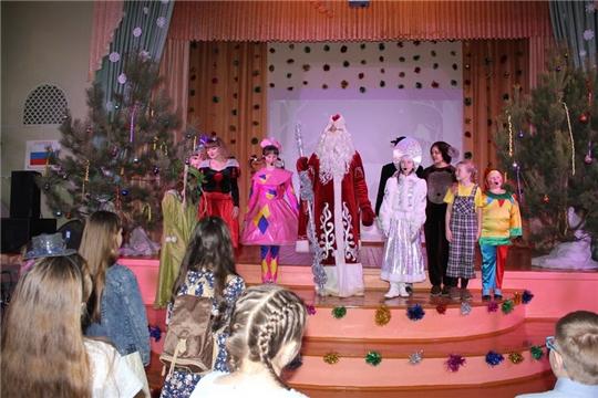 На Елке главы администрации города Шумерля школьники совершили веселое путешествие в «Страну сладостей»