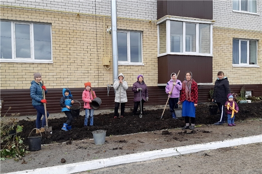 Жители многоквартирных домов благоустраивают придомовые территории