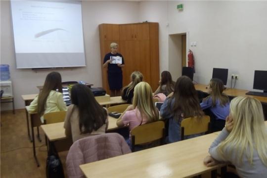 В Калининском районе прошел мастер-класс «Искусство визажа» для девушек из «группы риска»