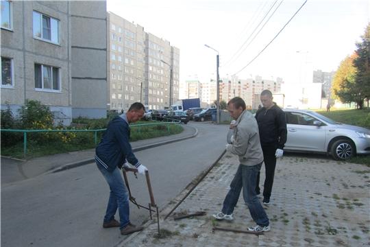 В Калининском районе продолжается работа по демонтажу блокираторов и цепей на гостевых парковках