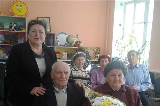 Жительницу Калининского района поздравили с 90-летием
