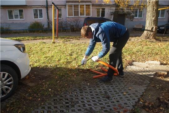 В Чебоксарах демонтируют самовольно установленные парковочные барьеры