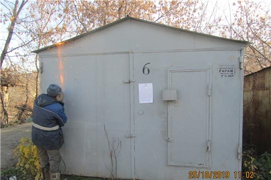 В Калининском районе города Чебоксары продолжается работа по сносу металлических гаражей