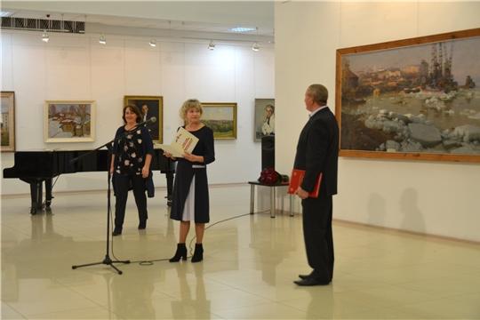 В Чебоксарах открылась выставка «Проспекты, улочки, мосты…»