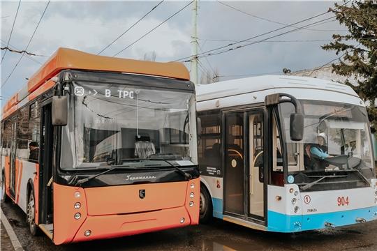 Бесплатная поездка на ретро-троллейбусе, обкатка машины на автономном ходу: Чебоксарское троллейбусное управление празднует юбилей