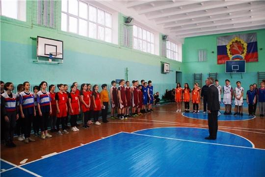 В Чебоксарах стартовало первенство по баскетболу среди юношей и девушек «КЕС-БАСКЕТ»под девизом «Спорт против наркотиков»