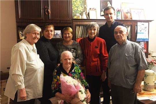 Седины – на висках, на лице – улыбка: долгожительница Калининского района отмечает 105-летний юбилей