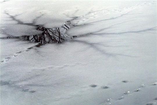Лед до наступления устойчивых морозов непрочен!