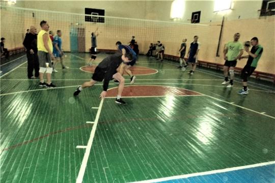 Состоялся турнир по волейболу среди любительских команд Калининского района