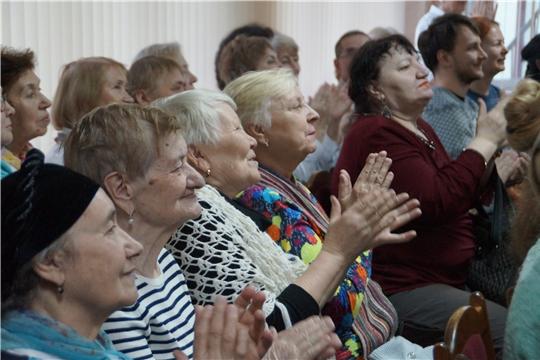 """""""Для милых мам"""" - в Калининском районе состоялся праздничный концерт"""