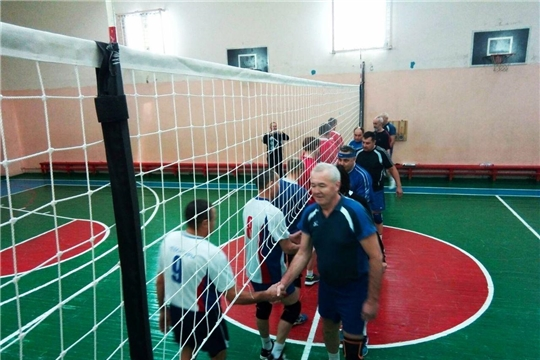 Состоялось открытое первенство Калининского района по волейболу среди ветеранов 50 лет и старше