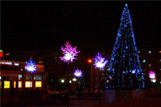 Готовимся к Новому году: в Калининском районе завершается новогоднее оформление территорий
